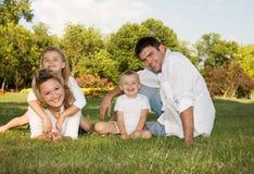 Familie bij het park Stock Foto