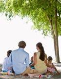 Familie bij het strand Royalty-vrije Stock Foto's