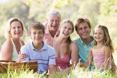 Familie bij picknick het glimlachen Royalty-vrije Stock Fotografie