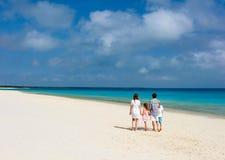Familie bij strand royalty-vrije stock foto's