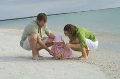 Familie bij strand Royalty-vrije Stock Foto