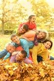 Familie in de herfstpark Royalty-vrije Stock Foto's