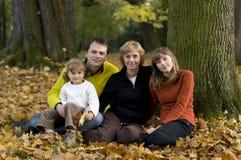 Familie in de herfstpark Royalty-vrije Stock Fotografie