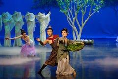 Familie de joyous-eerste handeling: de van de het drama` Zijde van de moerbeiboom tuin-epische dans Prinses ` stock foto