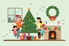 Familie in de Kerstmisdag en decoratie in open haardruimte stock fotografie