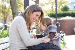 Familie: De Zoon van de moeder en van de Baby Royalty-vrije Stock Fotografie