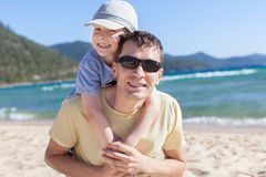 Familie an den Seeferien Lizenzfreie Stockfotografie