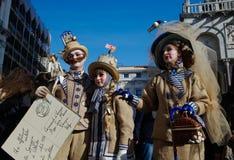 Familie in den wunderbaren themenorientierten Kostümen Lizenzfreies Stockfoto