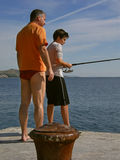 Familie, die 1 fischt Stockbild