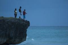 Familie die in Cuba vissen Stock Afbeeldingen