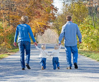 Familie, die einen Spaziergang macht Lizenzfreie Stockbilder