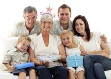 Familie, die Geburtstag der Großmutter feiert Lizenzfreie Stockfotos