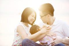 Familie die kwaliteits van tijd genieten Stock Foto