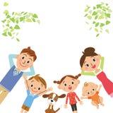 Familie, die liegt Lizenzfreies Stockbild