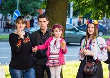 Familie die op het begin van viering wachten Stock Foto's