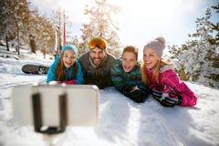 Familie die pret hebben - Mobiele foto Selfie Stock Afbeelding