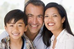 Familie die samen glimlacht Royalty-vrije Stock Afbeelding