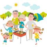 Familie die van barbecue in openlucht geniet Stock Foto's