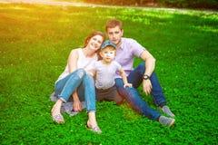 Familie die - van het leven samen genieten royalty-vrije stock foto's