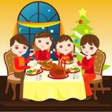 Familie, die Weihnachtszusammen zu Abend isst Lizenzfreies Stockfoto