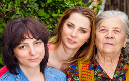 Familie - dochterkleindochter en grootmoeder Stock Afbeelding