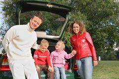 Familie en auto Stock Afbeeldingen