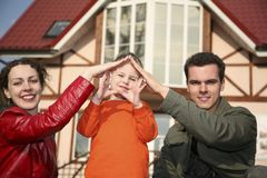 Familie en huis Stock Foto's