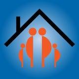 Familie en huis Royalty-vrije Stock Afbeeldingen