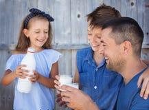 Familie en voedselconcept Stock Fotografie