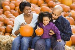 Familie in Halloween. Stock Foto's