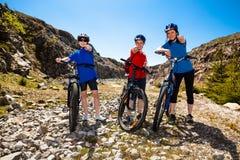 Familie het biking royalty-vrije stock afbeelding