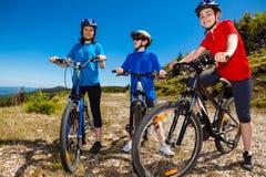 Familie het biking Stock Afbeelding