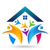 Familie in het gelukkige embleem van het uniehuis, familie, ouder, jonge geitjes, groene liefde, ouderschap, zorg, het ontwerpvec royalty-vrije illustratie