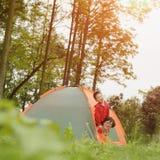 Familie het kamperen Stock Foto's