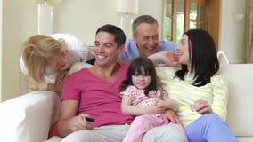 Familie het Ontspannen op Sofa Together stock footage