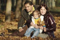 Familie in het park Stock Fotografie