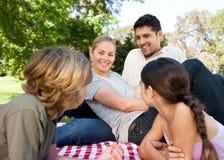 Familie in het park Royalty-vrije Stock Foto's