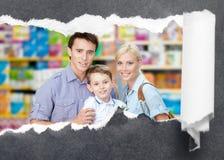 Familie in het winkelcentrum Royalty-vrije Stock Afbeelding