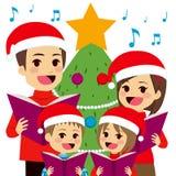 Familie het Zingen Kerstmishymnes Stock Afbeelding