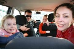 Familie im Auto Stockfoto