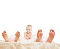 Familie im Bett Stockbilder
