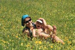 Familie im Frühjahr Stockbild