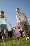 Familie im Garten stockfoto