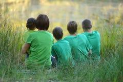 Familie im grünen Trikot Stockfoto