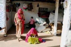 Familie im indischen Dorf Stockfoto