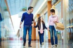 Familie im Mall Lizenzfreie Stockbilder