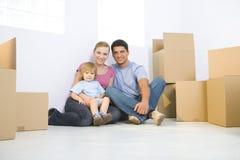 Familie im neuen Haus Lizenzfreies Stockbild