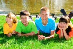 Familie im Park Stockfotos