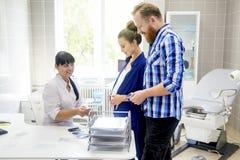 Familie medische kliniek Stock Afbeeldingen