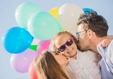 Familie met ballons in openlucht Stock Fotografie